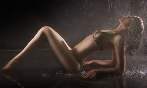 femme-sexy-eau