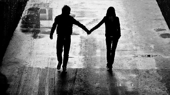 silhouette-du-couple-route-nuit-175050