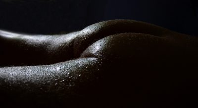 fesses-sombre-humide